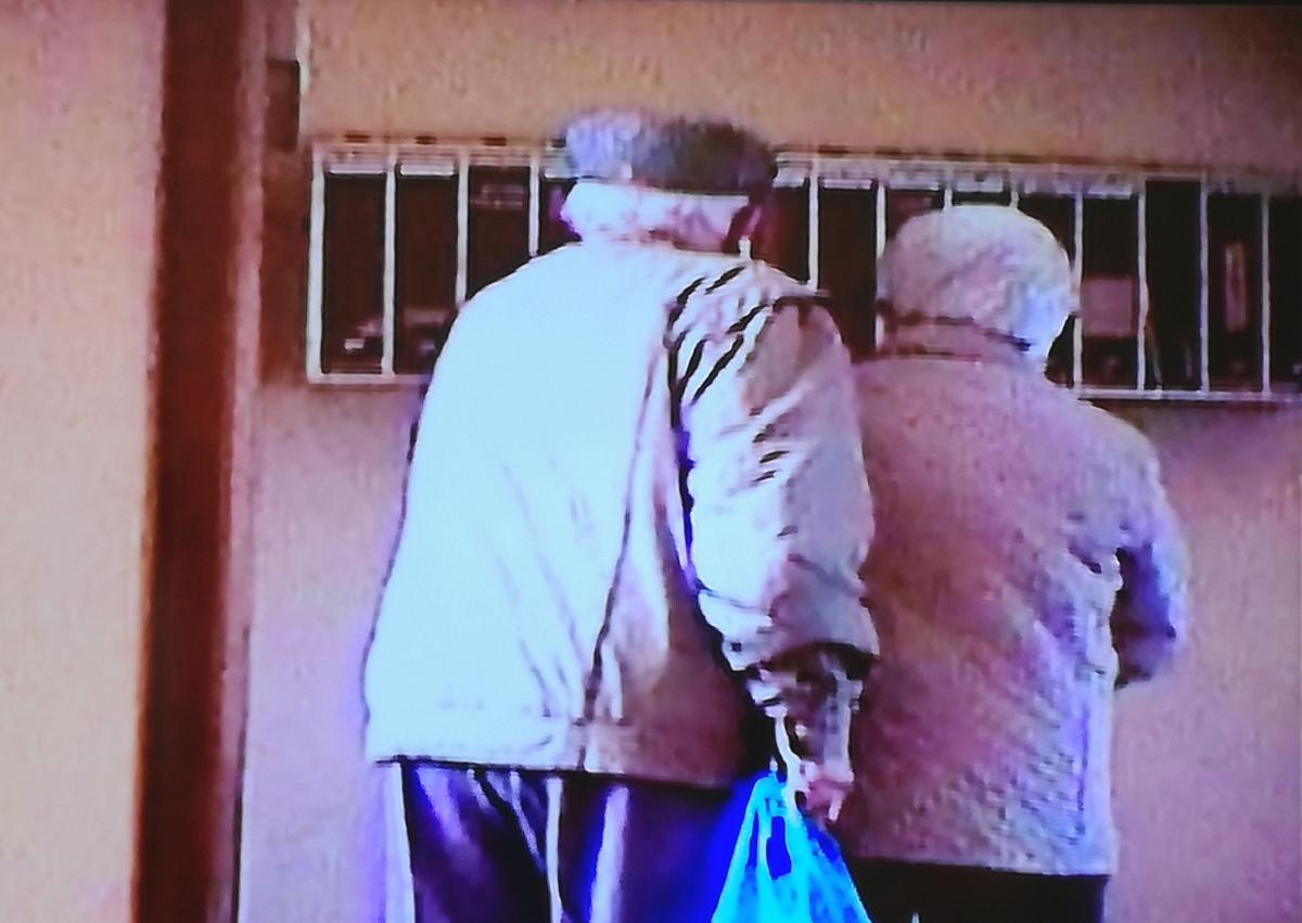 anziani ladri posta