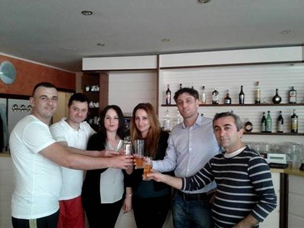 Auguri Di Natale In Albanese.Legnano Gli Auguri Della Comunita Albanese Per Il Nuovo Anno